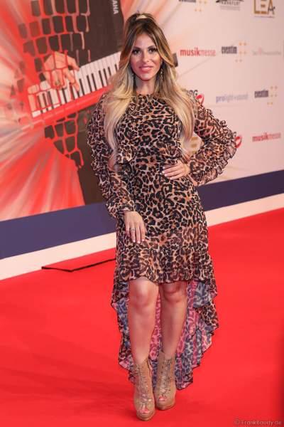 Fernsehmoderatorin und Schauspielerin Gülcan Kamps beim PRG Live Entertainment Award (LEA) 2019 in der Festhalle in Frankfurt