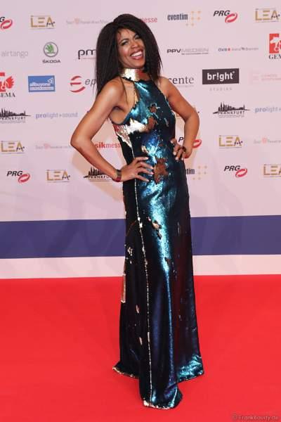 Sängerin Love Newkirk auf dem roten Teppich beim PRG Live Entertainment Award (LEA) 2019 in der Festhalle in Frankfurt
