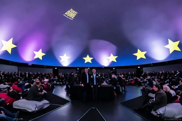 Roland Mack mit Astronaut Ernst Messerschmid bei der Vorstellung des Filmabenteuers MISSION ASTRONAUT im TRAUMZEIT-DOME, Europa-Park 2019
