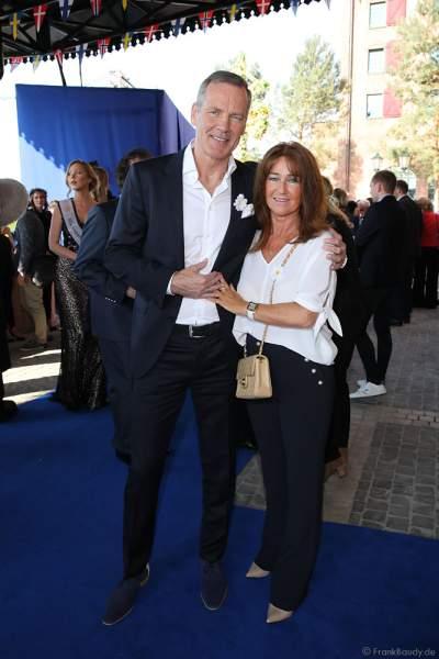 Henry Maske mit Ehefrau Manuela Maske bei der Eröffnungsfeier des neuen Themenhotel Kronasar im Europa-Park in Rust am 24.05.2019
