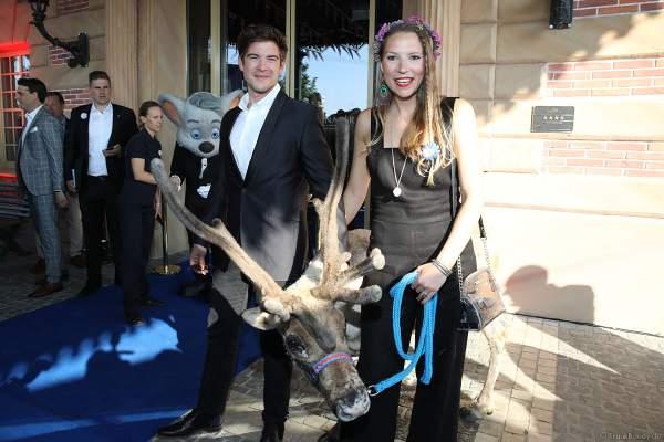 Philipp Danne und seine Ehefrau Viktoria Danne bei der Eröffnungsfeier des neuen Themenhotel Kronasar im Europa-Park in Rust am 24.05.2019