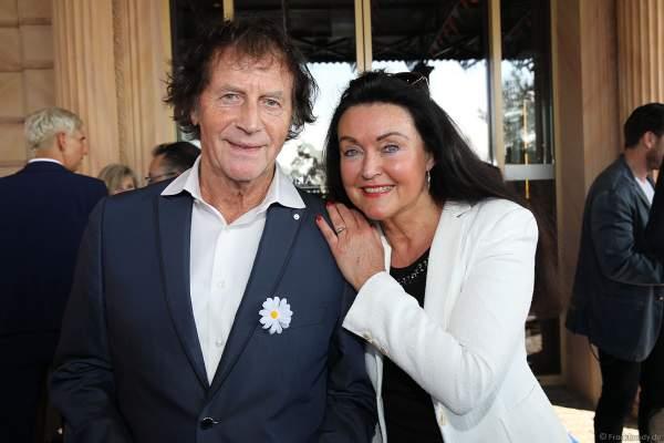 Franz Lambert mit seiner Ehefrau Christa bei der Eröffnungsfeier des neuen Themenhotel Kronasar im Europa-Park in Rust am 24.05.2019