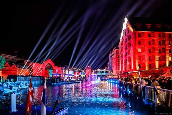 Spektakuläre Licht- und Wassershow bei der Eröffnungsfeier des neuen Themenhotel Kronasar im Europa-Park in Rust am 24.05.2019