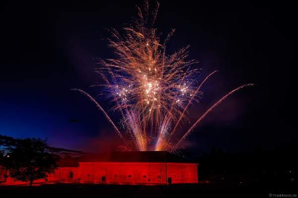 "Knackiges Feuerwerk beim Festungsfest 2019 im Stadtpark ""Fronte Lamotte"" in Germersheim"