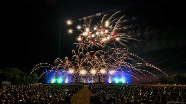 Multimediashow HYMNE À L'EUROPE beim Festival Vents d'Est 2019 mit einem Feuerwerk von Michael Lakin der Firma Starlight Design
