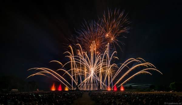 Inszenierung FOOT LEGEND beim Festival Vents d'Est 2019 mit einem Feuerwerk von Alexandre Battinger von der Firma Les artisans du Spectacle