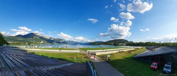 """Das Festgelände am Nachmittag - Seefest """"Fête du Lac"""" in Annecy ist Europas größtes Feuerwerks- und Wasserspektakel - Rêver le ciel - 2019"""