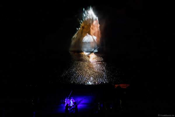 Show La Cinéscénie mit tollen Wassereffekten im Freizeitpark Puy du Fou in Frankreich