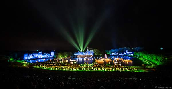 Die wohl weltgrößte nächtliche Show La Cinéscénie im Freizeitpark Puy du Fou in Frankreich