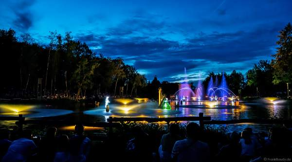 Romantische Wassershow Les Orgues de Feu (Die Feuerorgel) im Freizeitpark Puy du Fou in Frankreich