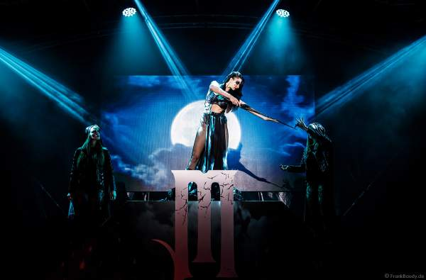 Show: Myra Moon Mistress mit ihren Moon Servants bei den Horror Nights - TRAUMATICA 2019 im Europa-Park