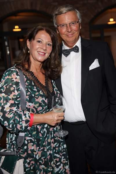 Wolfgang Bosbach mit Ehefrau Sabine Bosbach beim 70. Geburtstag des Europa-Park-Gründers Roland Mack am 12.10.2019 in Rust