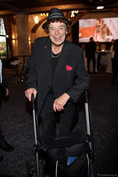 Tony Marshall mit Rollator beim 70. Geburtstag des Europa-Park-Gründers Roland Mack am 12.10.2019 in Rust