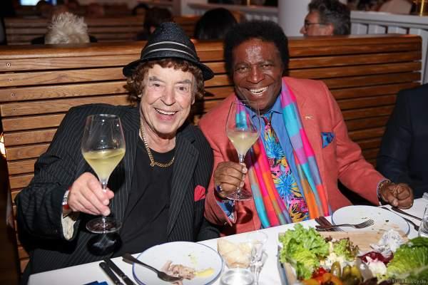 Tony Marshall fröhlich mit Roberto Blanco beim 70. Geburtstag des Europa-Park-Gründers Roland Mack am 12.10.2019 in Rust