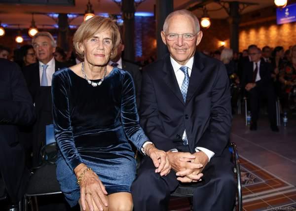 Wolfgang Schäuble und Ehefrau Ingeborg Schäuble beim 70. Geburtstag des Europa-Park-Gründers Roland Mack am 12.10.2019 in Rust