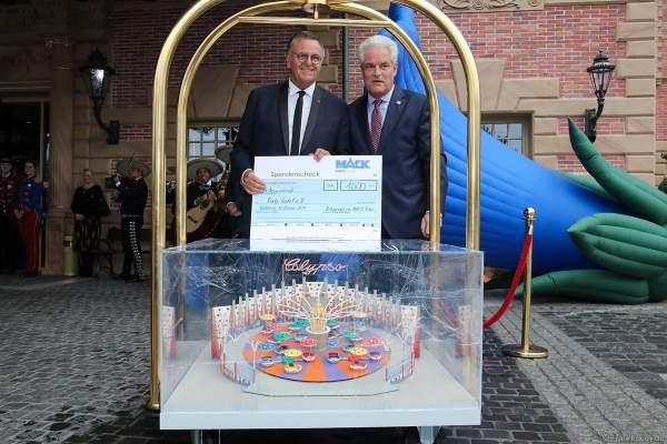 Spendenscheckübergabe beim 70. Geburtstag des Europa-Park-Gründers Roland Mack am 12.10.2019 in Rust