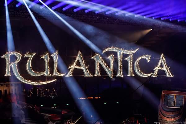 Brennendes Lichtbild (Feuerwerk Lichterschrift) der Wasserwelt Rulantica