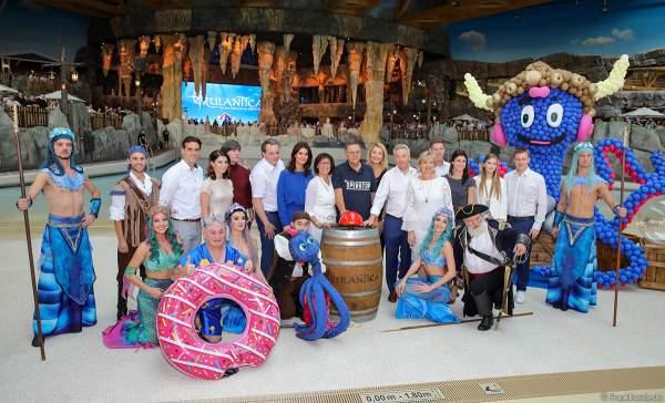 Familie Mack mit Franziska van Almsick, Fußball-Nationaltrainer Joachim Löw sowie zahlreichen Künstlern bei der Eröffnung der neuen Wasserwelt RULANTICA im Europa-Park