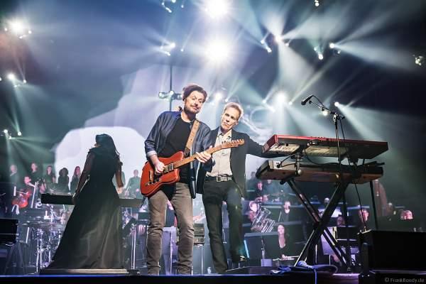 Eric Bazilian und Rob Hyman von den THE HOOTERS bei Night of the Proms 2019 in der SAP Arena Mannheim