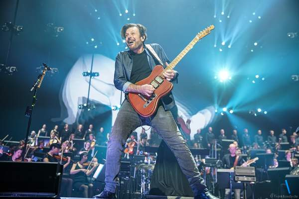 Eric Bazilian der Gruppe THE HOOTERS bei Night of the Proms 2019 in der SAP Arena Mannheim