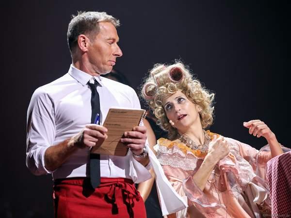 Moderator Markus Othmer und Natalie Choquette bei Night of the Proms 2019 in der SAP Arena Mannheim