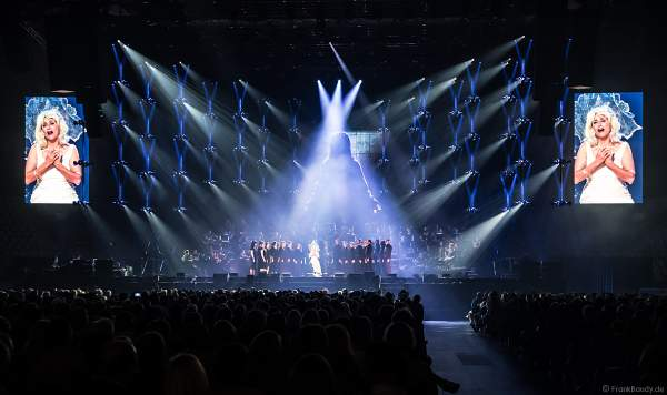 Natalie Choquette bei Night of the Proms 2019 in der SAP Arena Mannheim