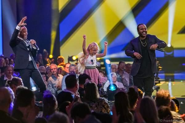 Norwegisches Pop-Rap- und Reggae-Duo mit Tshawe Baqwa und Yosef Wolde-Mariam bei der Silvestershow 2019/2020 in der Baden-Arena - Messe Offenburg