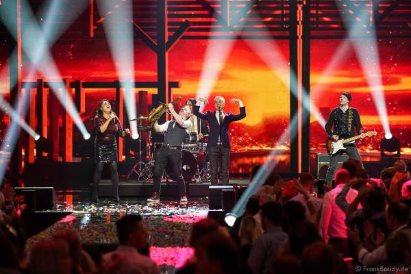 Hermes House Band bei der Silvestershow 2019/2020 in der Baden-Arena - Messe Offenburg