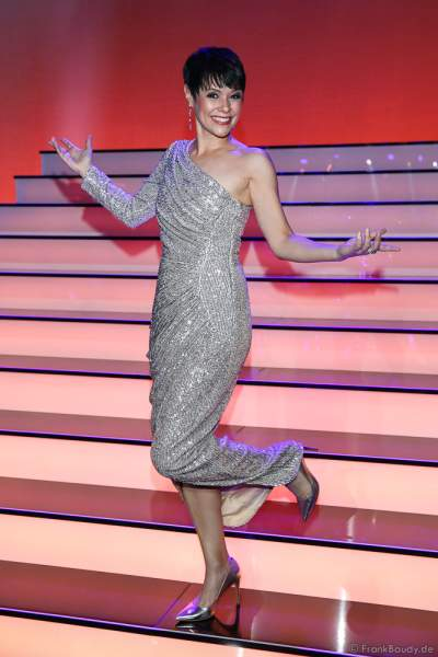 Schweizer Sängerin Francine Jordi (bürgerlich Francine Lehmann) bei der Silvestershow 2019/2020 in der Baden-Arena - Messe Offenburg