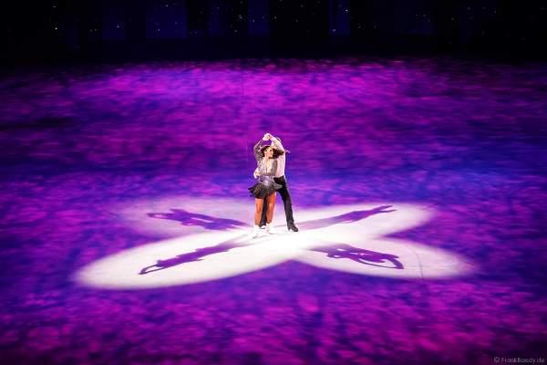 """Sarah Lombardi und ihr Eislaufpartner Joti Polizoakis aus """"Dancing on Ice"""" bei der Eisshow SUPERNOVA von Holiday on Ice in der Festhalle Frankfurt am 11. Januar 2020"""