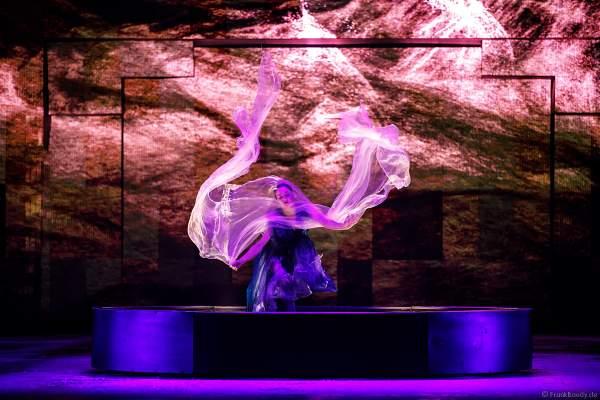 Taisia Bondarenko bei der Eisshow SUPERNOVA von Holiday on Ice in der Festhalle Frankfurt und SAP Arena Mannheim 2019-2020