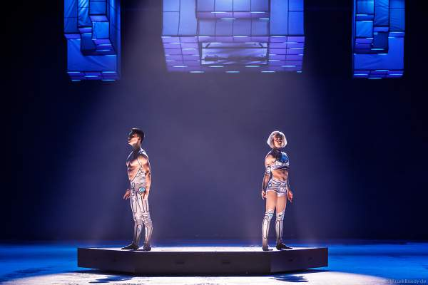 Taisia Bondarenko und Tim Yang bei der Eisshow SUPERNOVA von Holiday on Ice in der Festhalle Frankfurt und SAP Arena Mannheim 2019-2020