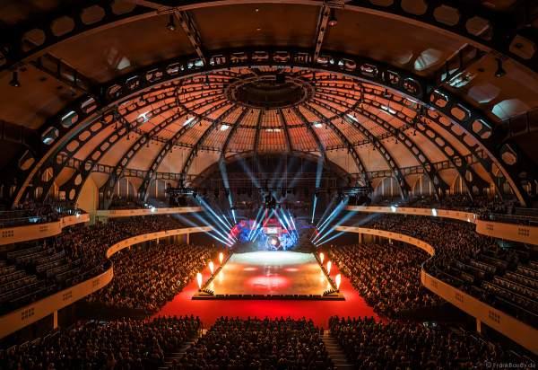 Eisshow SUPERNOVA von Holiday on Ice mit Feuersäulen in der Festhalle Frankfurt 2019-2020