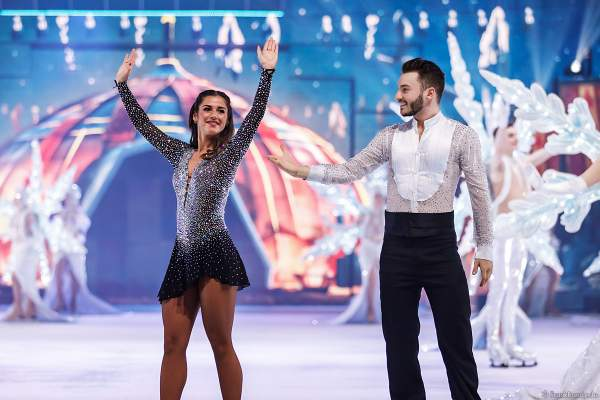 Sarah Lombardi und Joti Polizoakis beim Finale der Eisshow SUPERNOVA von Holiday on Ice in der Festhalle Frankfurt am 11. Januar 2020