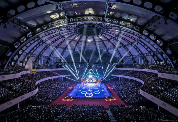 Finale der Eisshow SUPERNOVA von Holiday on Ice in der Festhalle Frankfurt am 11. Januar 2020