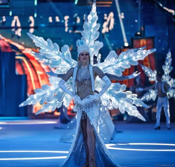 Leuchtendes Schneeflockenkostüm bei der Eisshow SUPERNOVA von Holiday on Ice in der Festhalle Frankfurt und SAP Arena Mannheim 2019-2020
