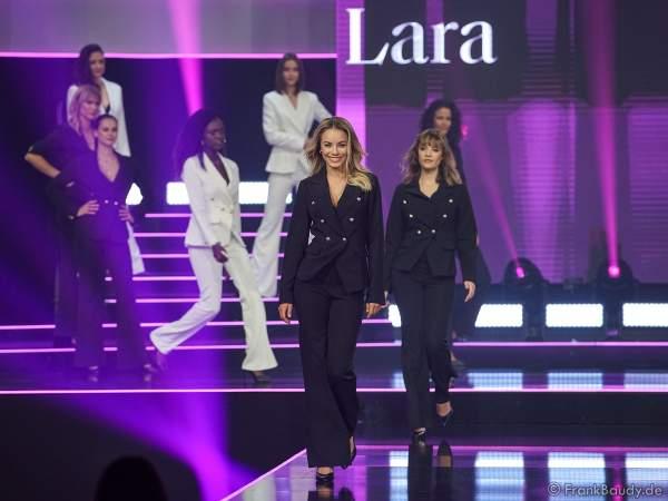 Vize-Miss Germany 2020 - Lara Rúnarsson (Miss Bayern) auf dem Laufsteg beim Miss Germany 2020 Finale in der Europa-Park Arena am 15.02.2020