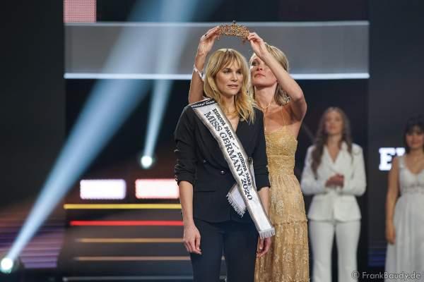 Krönung der Miss Germany 2020 Leonie von Hase durch Miss Germany 2019 Nadine Berneis