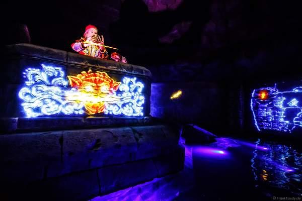 """Der Pirat Bartholomeus van Robbemond mit dem magischen Dolch - """"Der Feuertiger"""" bei den PIRATEN IN BATAVIA im Europa-Park am 28. Juli 2020"""