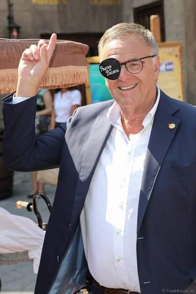 Europa-Park Inhaber Roland Mack mit Augenklappe bei der Wiedereröffnung der PIRATEN IN BATAVIA im Europa-Park am 28. Juli 2020