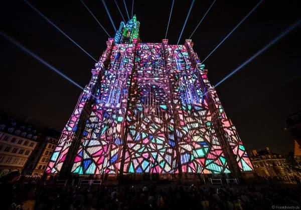 Lichtshow PAUSE am Straßburger Münster beim Sommerfestival 2020 mit Musik von Ludwig Van Beethoven während der Corona-Krise (COVID-19-Pandemie)