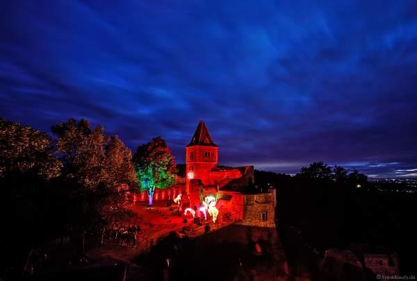 """Flammenshow mit Wave-Flamer, Flammenprojektoren und Pyrotechnik zur Musik von """"Games of Thrones"""" zum 50-jährigen Jubiläum des Restaurants auf Burg Frankenstein am 10.09.2020"""