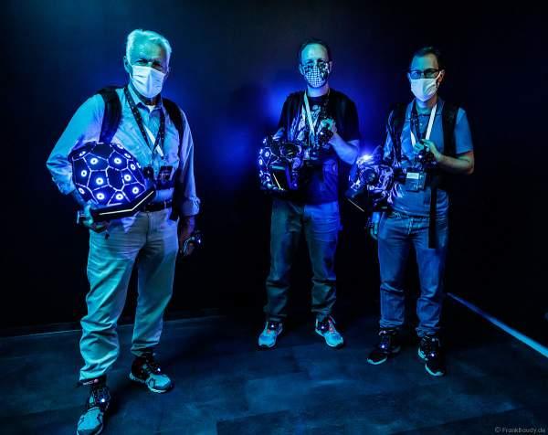 Mit Rucksack-PC, VR-Helm sowie Hand- und Fußtrackern beginnt für die Rekruten das VR-Erlebnis YULLBE im Europa-Park