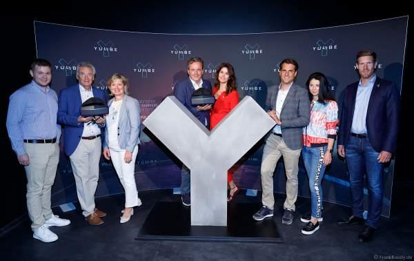 Die Inhaberfamilie Mack bei der Eröffnung der VR-Weltneuheit YULLBE im Europa-Park