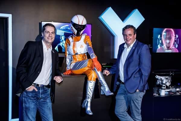 Michael Mack (geschäftsführender Gesellschafter des Europa-Park und Gründer von MackNeXT, rechts) und Thomas Wagner (Geschäftsführer von VR Coaster, links) haben gemeinsam das einzigartige VR-Erlebnis YULLBE realisiert.