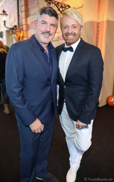 """Ross Antony (re.) und Ehemann Paul Reeves bei der Eröffnung der der neuen YULLBE Horror Experience """"Traumatica"""" im Europa-Park am 2. Oktober 2020"""