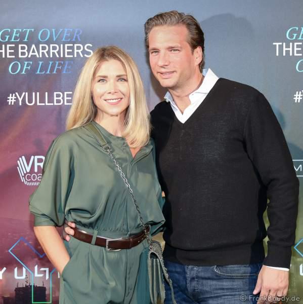 """Tanja Szewczenko und Ehemann Norman Jeschke bei der Eröffnung der der neuen YULLBE Horror Experience """"Traumatica"""" im Europa-Park am 2. Oktober 2020"""