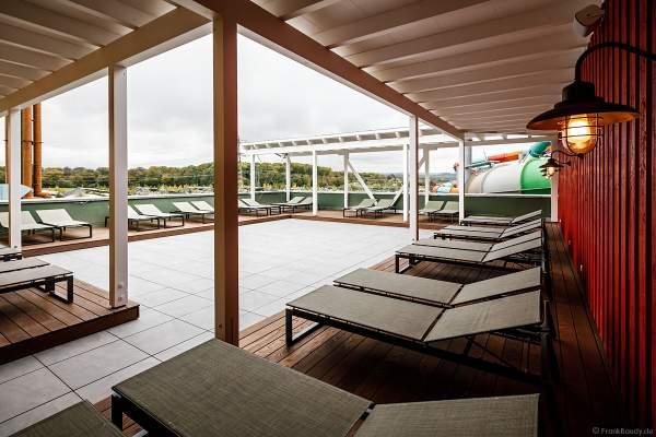 Die 200 Quadratmeter umfassenden Außenterrasse des Ruhe- und Saunabereich HYGGEDAL in der Wasserwelt Rulantica am 15. Oktober 2020 im Europa-Park