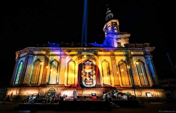 """Schauspieler Rufus Beck als Chefankläger bei der Show DER LUTHER-MOMENT am 17. April 2021 beim Reformationsjubiläum """"500 Jahre Reichstag zu Worms"""""""
