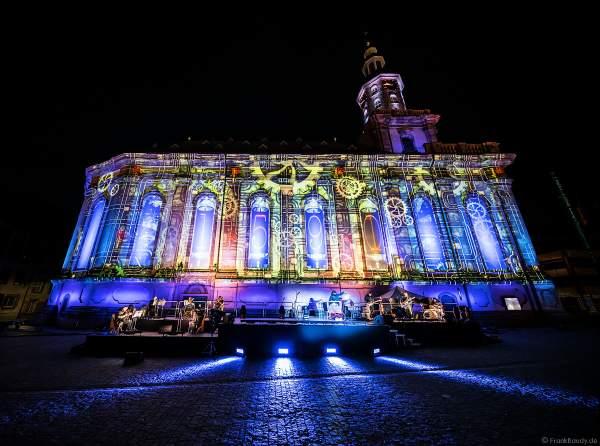 """Auf Zeitreise bei der Multimedia-Inszenierung DER LUTHER-MOMENT an der Dreifaltigkeitskirche zum Gedenken an Martin Luther am 17. April 2021 beim Reformationsjubiläum """"500 Jahre Reichstag zu Worms"""""""